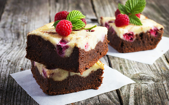 Chocolate and Raspberry Cheesecake Brownies