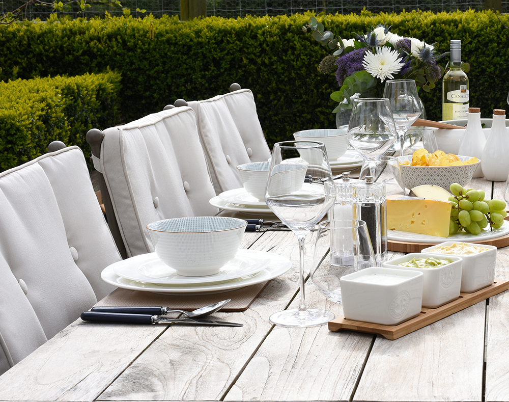 table setting outdoor dining