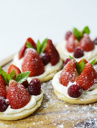 Strawberries and cream shortbread