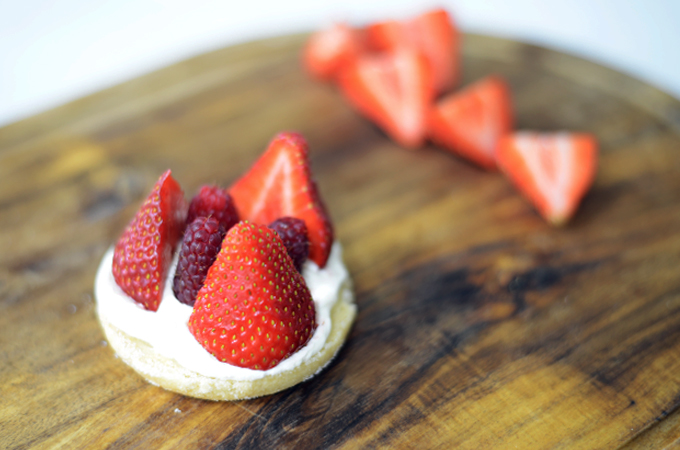 ProCook Strawberries and Cream Shortbread Recipe Top with Fruit
