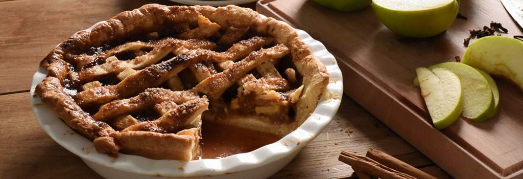 Caramel apple pie baked in the ProCook Porcelain Pie Dish, perfect for autumnal nights in