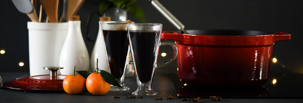 Mulled wine served in ProCook Double Walled Glasses from a ProCook Cast Iron Casserole Dish in Graduated Red