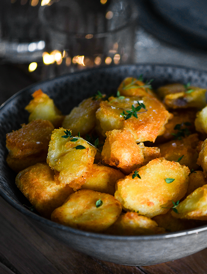 Roast potatoes in a ProCook Malmo Serving Bowl in Charcoal