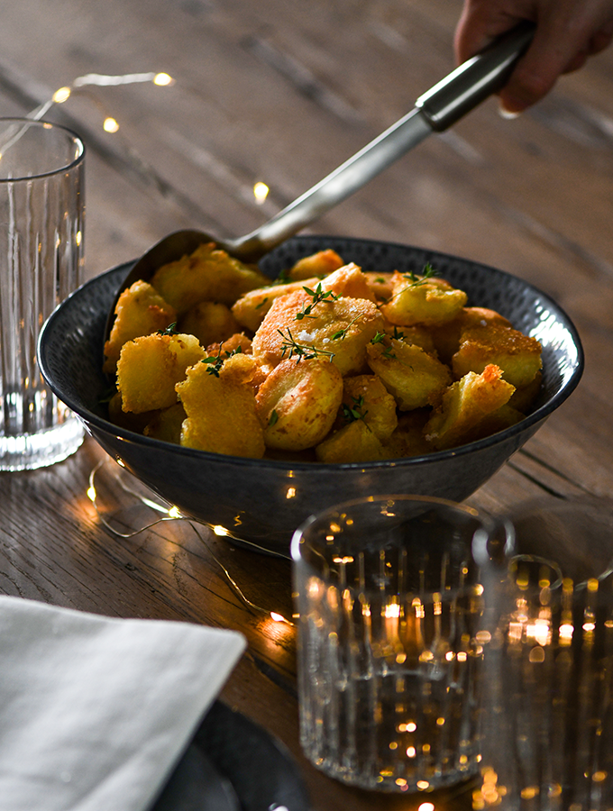 Roast potatoes served in a ProCook Malmo Charcoal Bowl