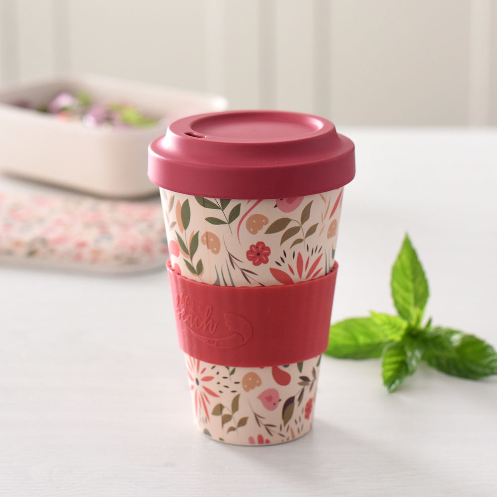 Coffee in a reusable ProCook Life's a Beach Bamboo Coffee Cup, ready to take to a picnic
