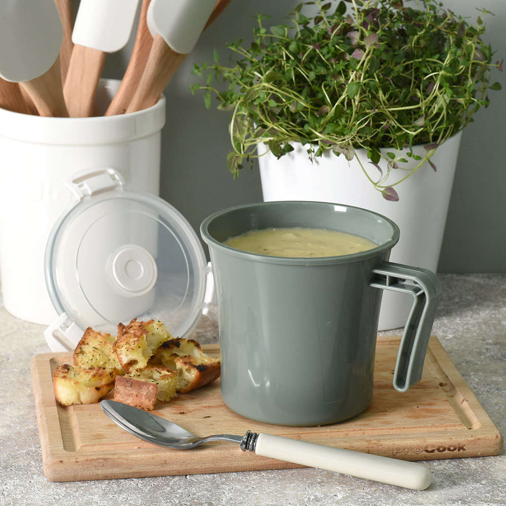 Soup and croutons ready for a picnic in a ProCook Microwavable Mug