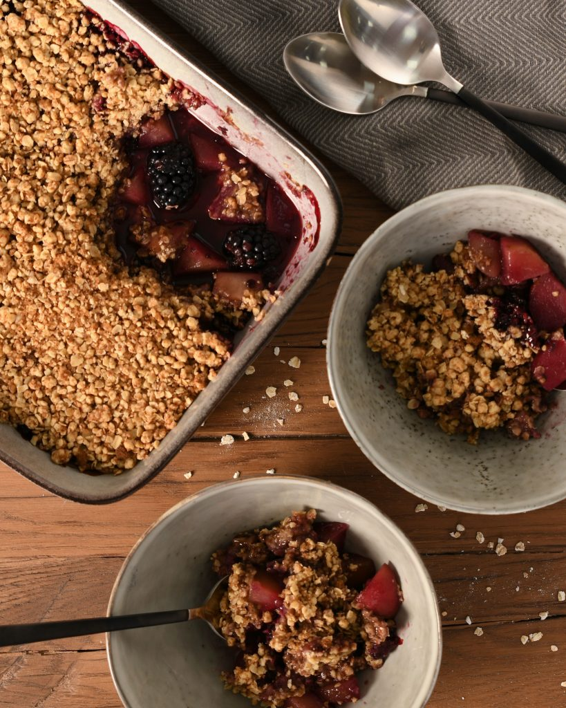 Serving a Pear and Blackberry Crumble in ProCook Oslo Cereal Bowls